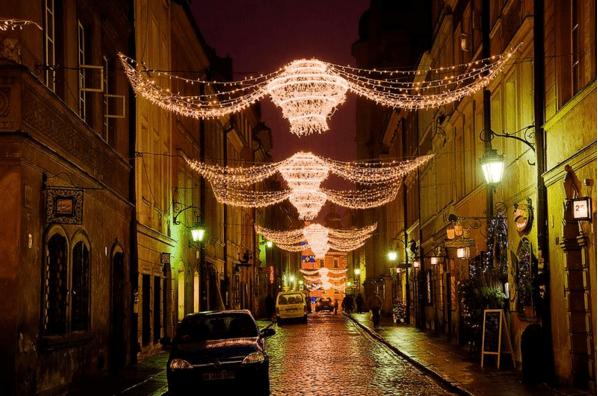 Iluminación navideña en las calles de Varsovia