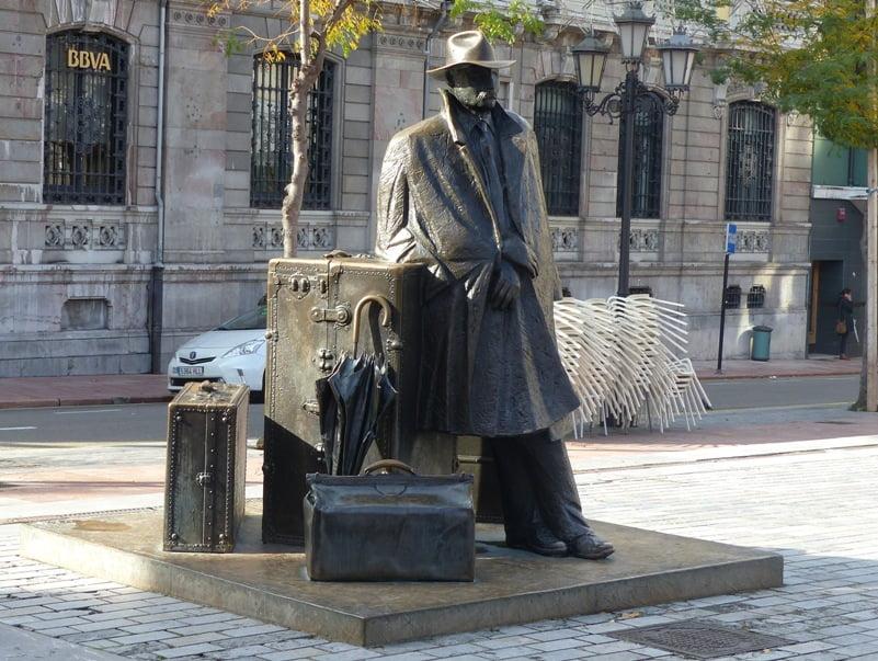 Escultura El viajero