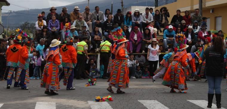Desfiles-Cayambe-3